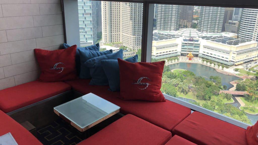 Traders Hotel Kuala Lumpur Pool Sitzgelegenheiten