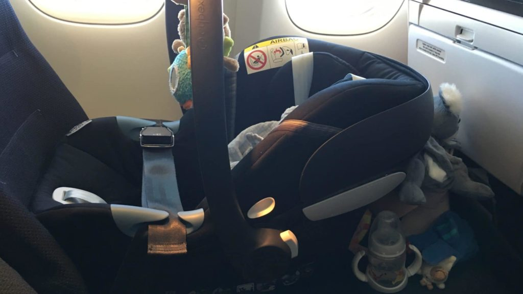 Fliegen Mit Baby Langstrecke Installation Autositz Auf Economysitz