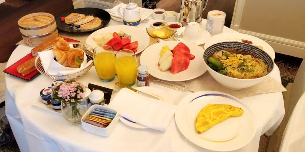 Four Seasons Shanghai Room Service Frühstück 2