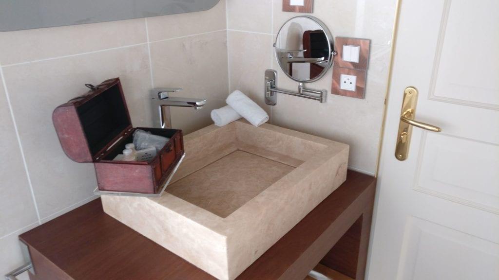 Grand Hotel Des Sablettes Plage Sea View Room Bad 3 (2)
