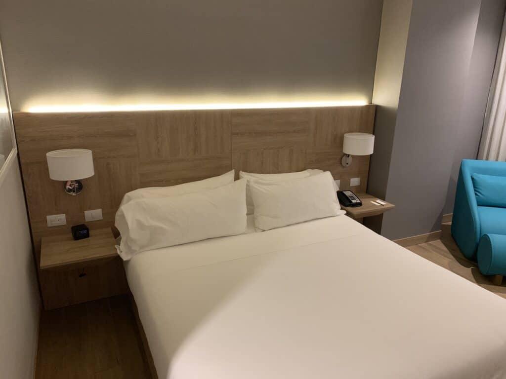 Hilton Garden Inn Santa Marta King Size Bett Zimmer 1