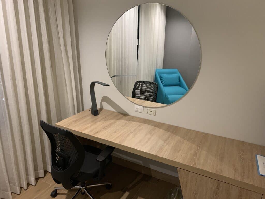 Hilton Garden Inn Santa Marta King Size Bett Zimmer Schreibtisch