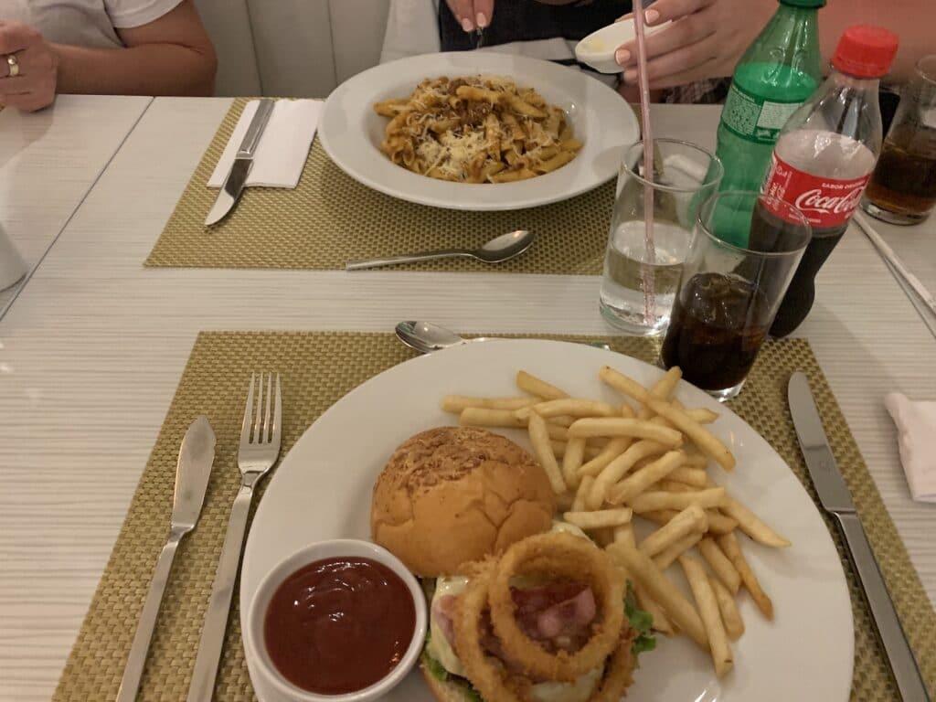 Hilton Garden Inn Santa Marta Restaurant Essen 3
