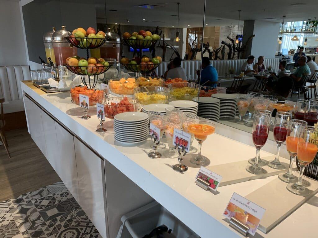 Hilton Garden Inn Santa Marta Restaurant Frühstück 1