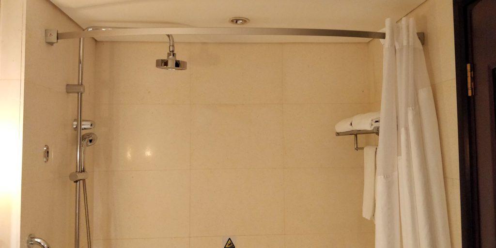 Holiday Inn Shanghai Pudong Nanpu Bad 5