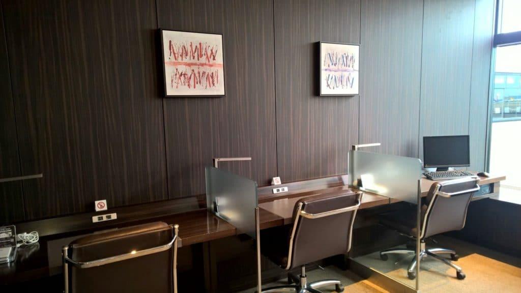 Japan Airlines First Class Lounge Tokio Narita Business Center