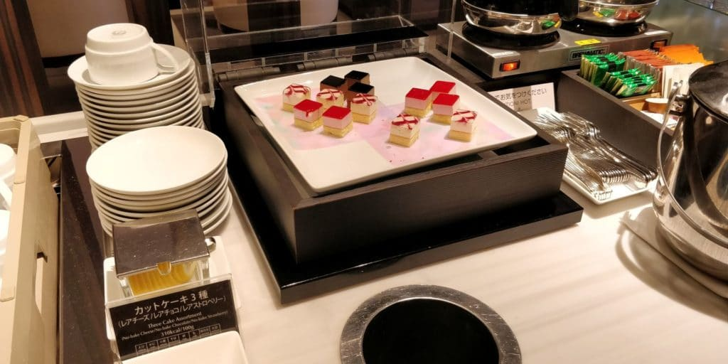 Japan Airlines First Class Lounge Tokio Narita Satellit Buffet 3