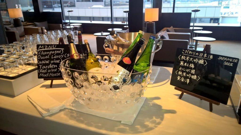 Japan Airlines First Class Lounge Tokio Narita Satellit Buffet 8