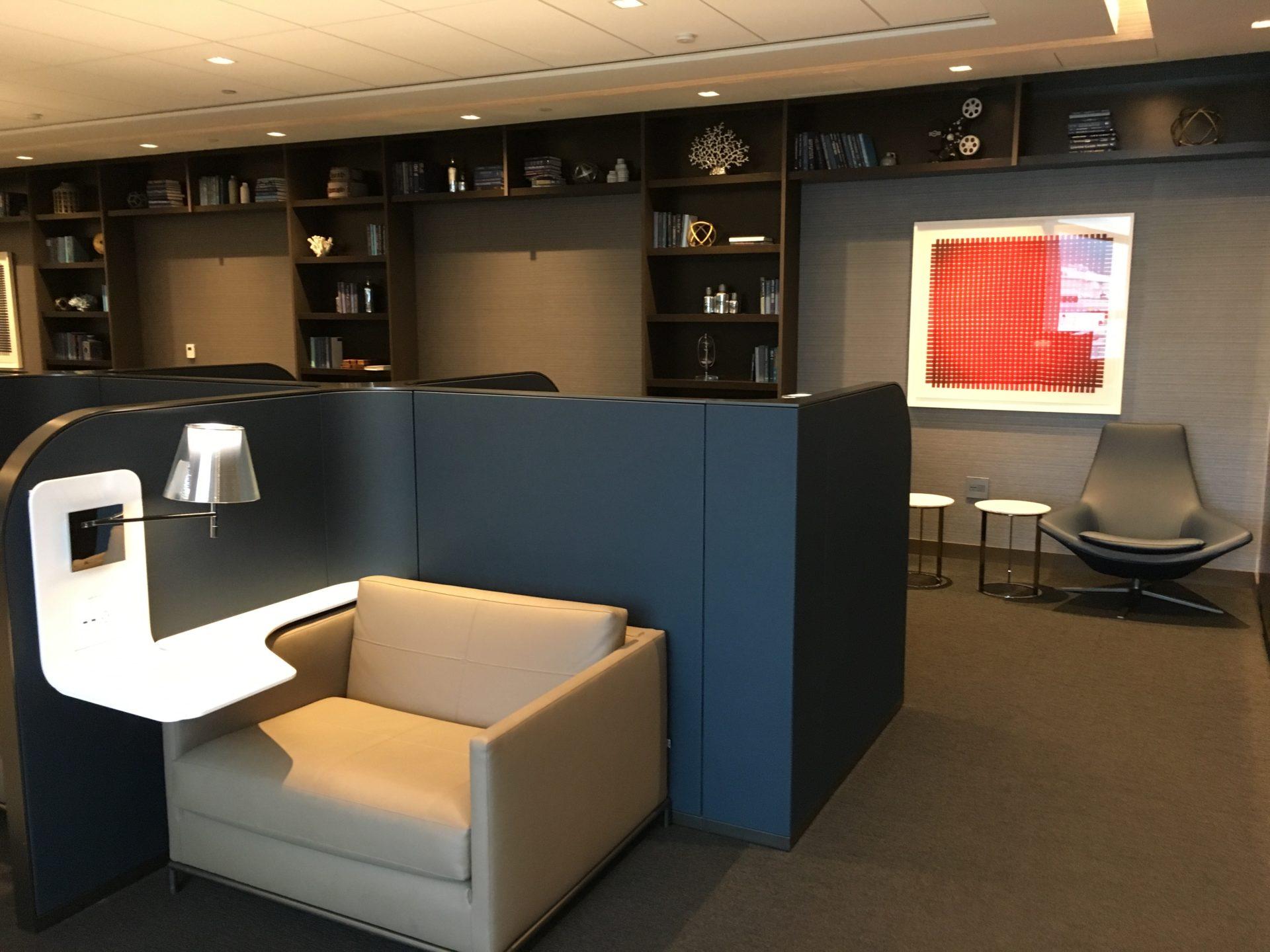 United Polaris Lounge San Francisco Bibliothek