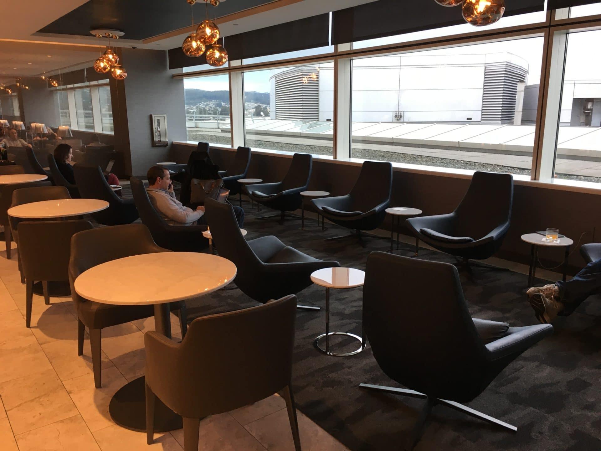 United Polaris Lounge San Francisco Sitzgelegenheiten 3