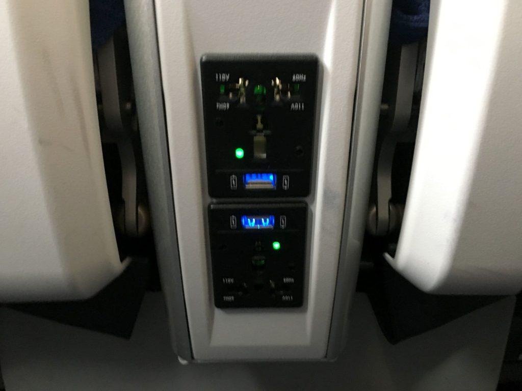 Air China Premium Economy Class USB Anschluss