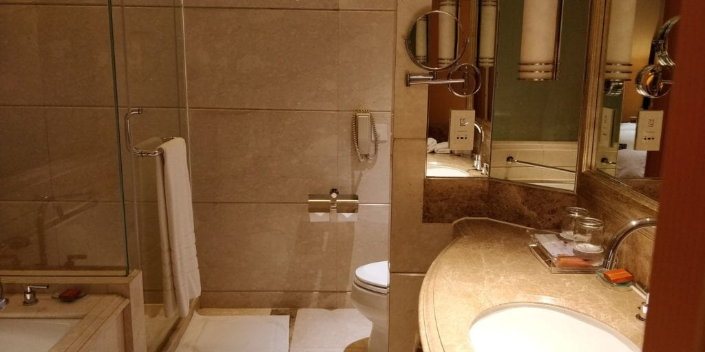 Crowne Plaza Shanghai Fudan Suite Bad