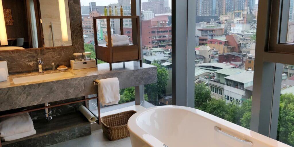 DoubleTree Taipei Suite Bad