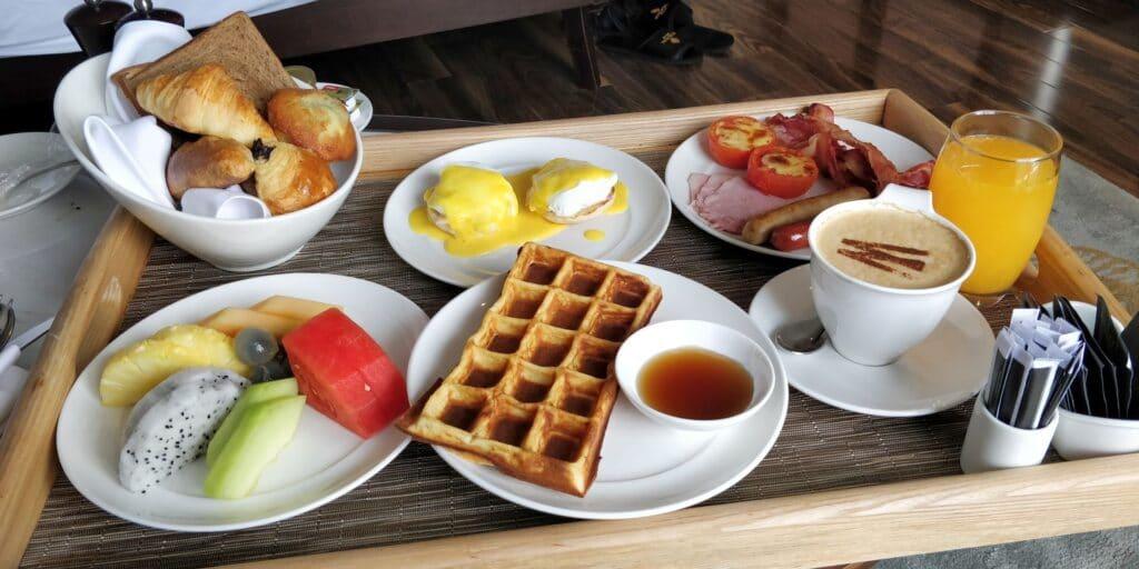 Hotel Royal Hoi An Room Service Frühstück 2