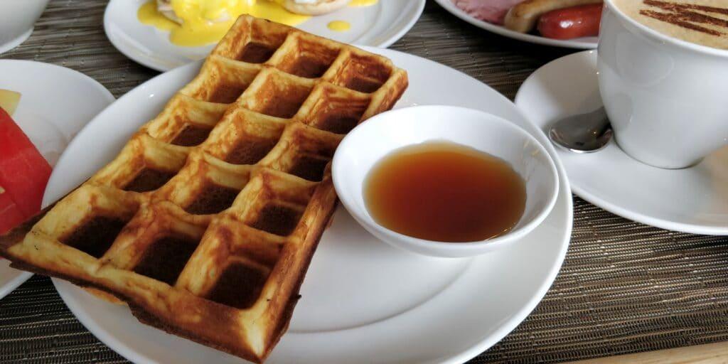 Hotel Royal Hoi An Room Service Frühstück 3