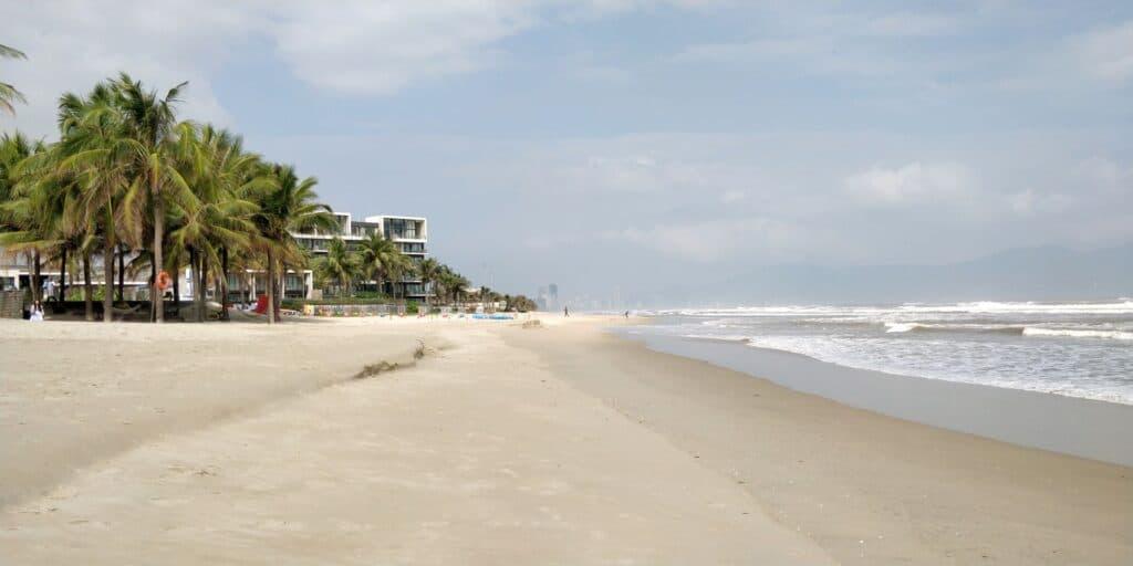 Hyatt Regency Danang Resort Strand 2