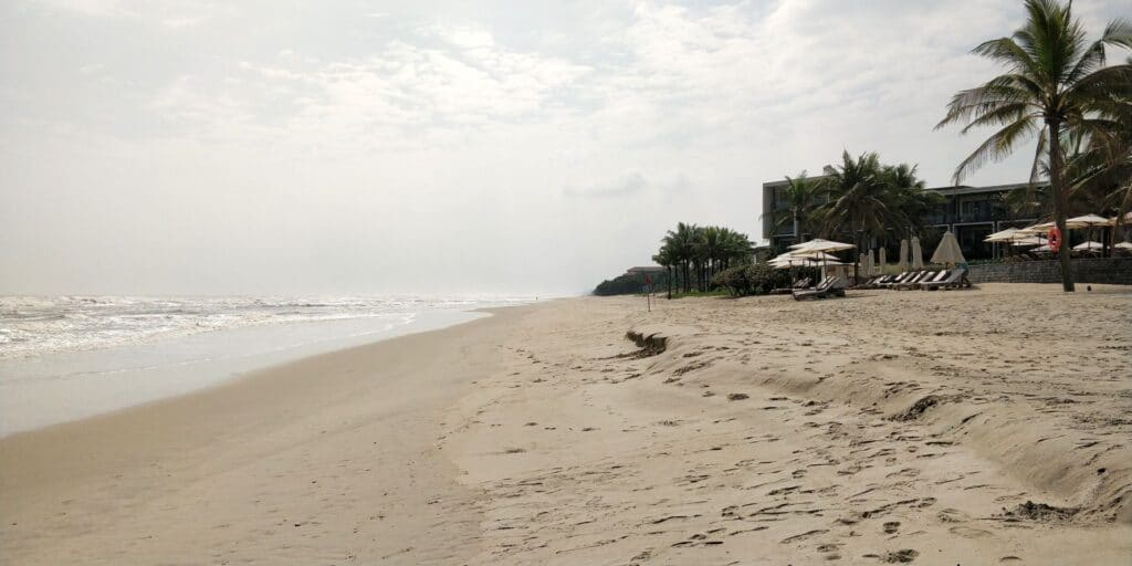 Hyatt Regency Danang Resort Strand 3