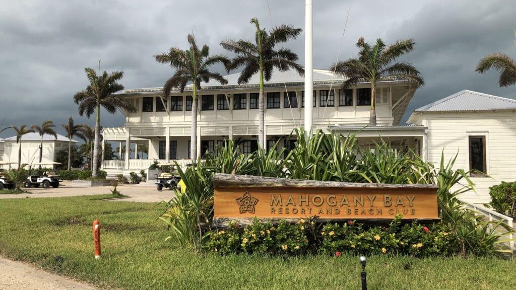 Mahogany Bay Resort Curio Collection By Hilton Eingang