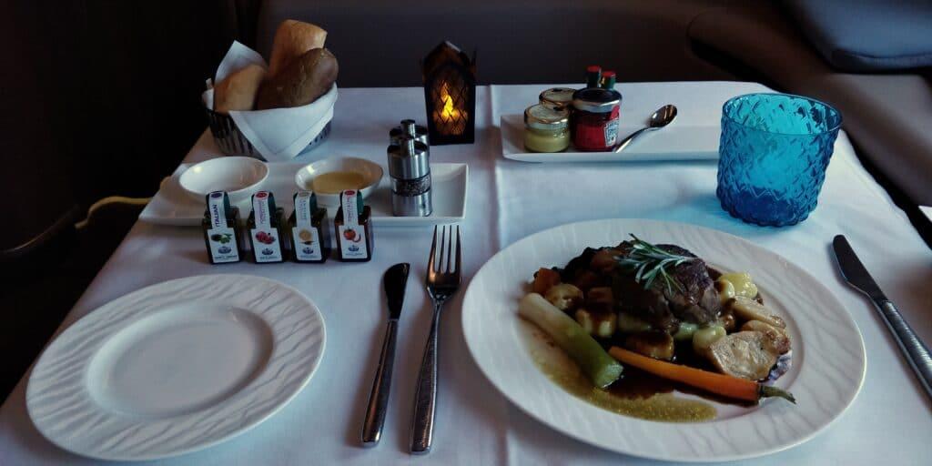 Qatar Airways First Class Abendessen