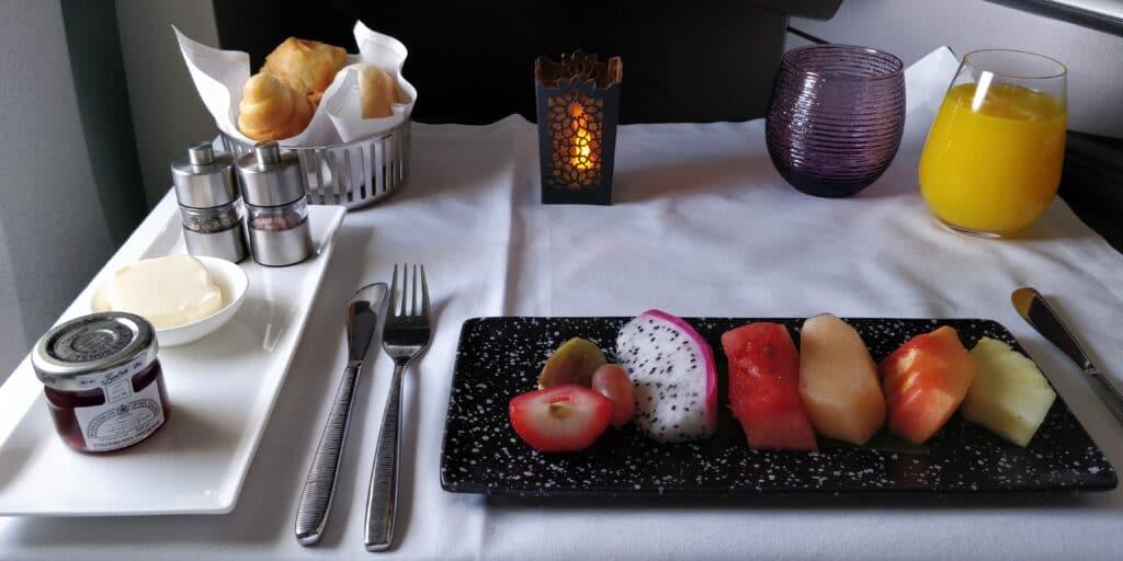 Qatar Airways QSuite Business Class Frühstück