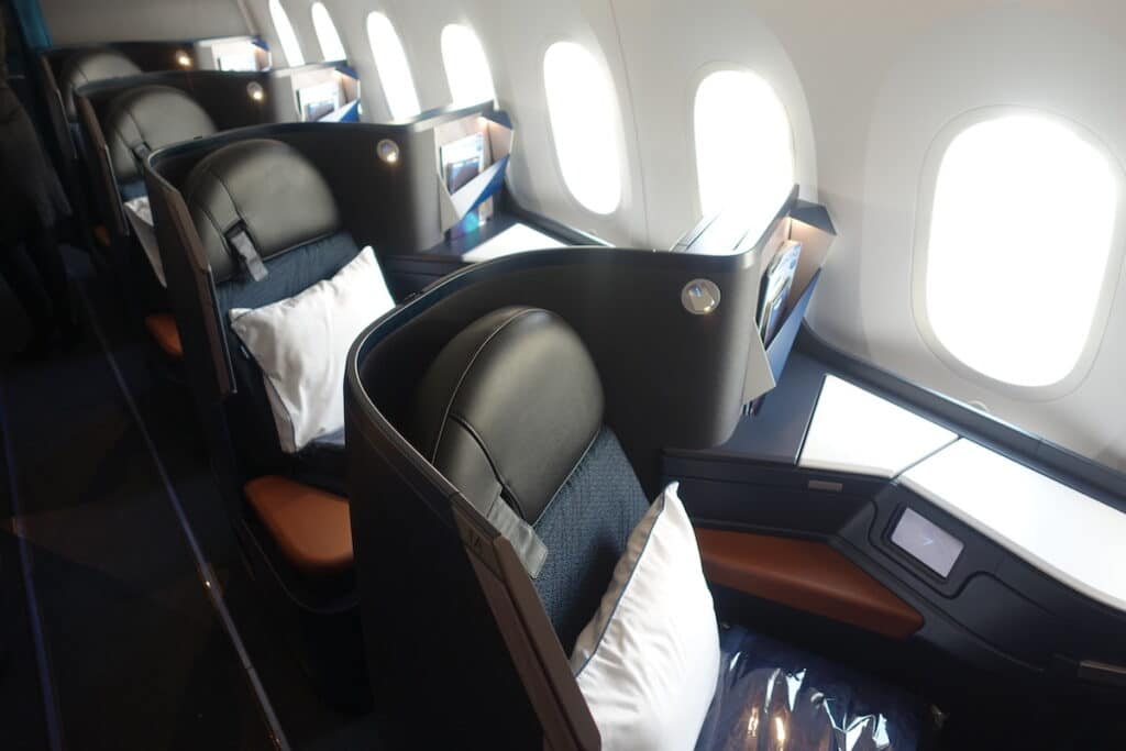WestJet 787 Business Class 5