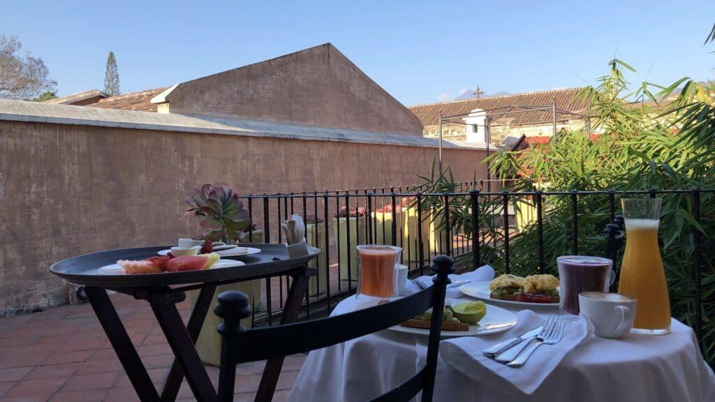 El Convento Boutique Hotel Antigua Frühstück Auf Der Terrasse