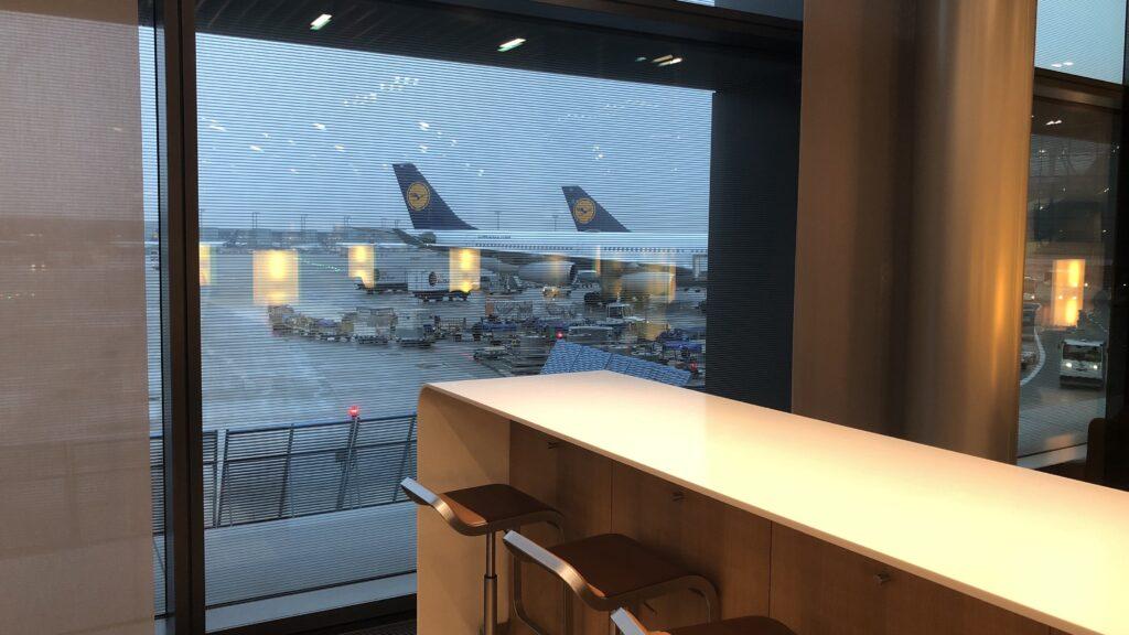 Lufthansa Senator Lounge Frankfurt A Ausblick umbuchung flug
