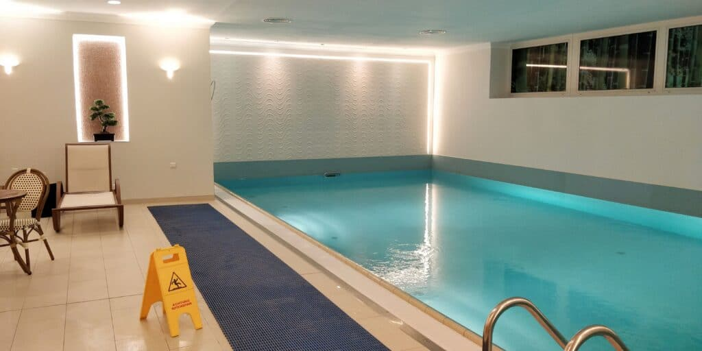Crowne Plaza Berlin City Centre Pool 2