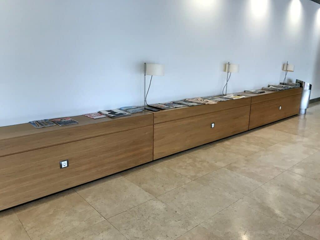 Sala VIP Lounge Malaga Zeitungen