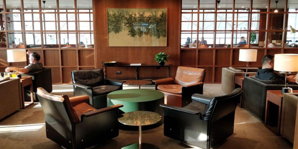 Cathay Pacific The Deck Lounge Hongkong