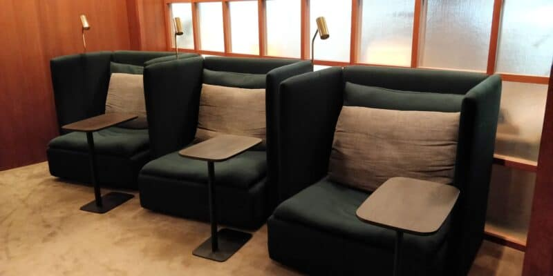 Cathay Pacific The Deck Lounge Hongkong 4