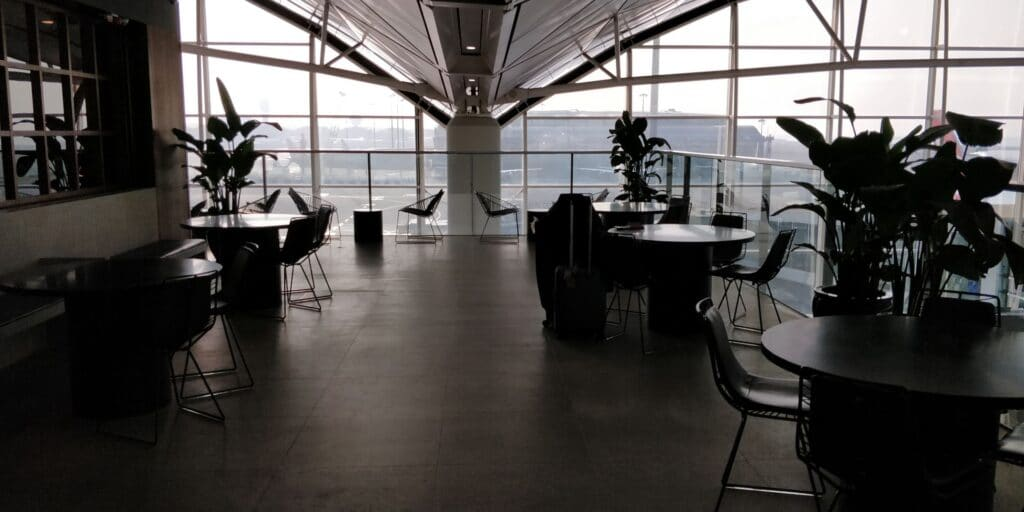 Cathay Pacific The Deck Lounge Hongkong Terrasse