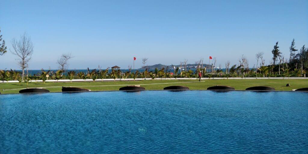 Conrad Sanya Pool 4