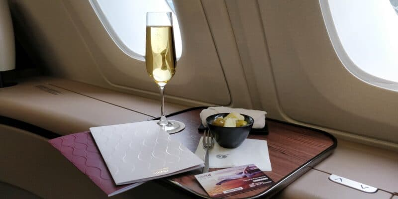 Qatar Airways First Class Airbus A380 Champagner 2