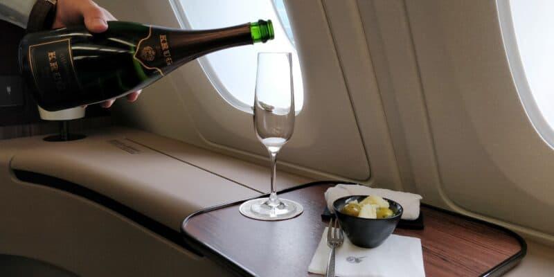 Qatar Airways First Class Airbus A380 Champagner