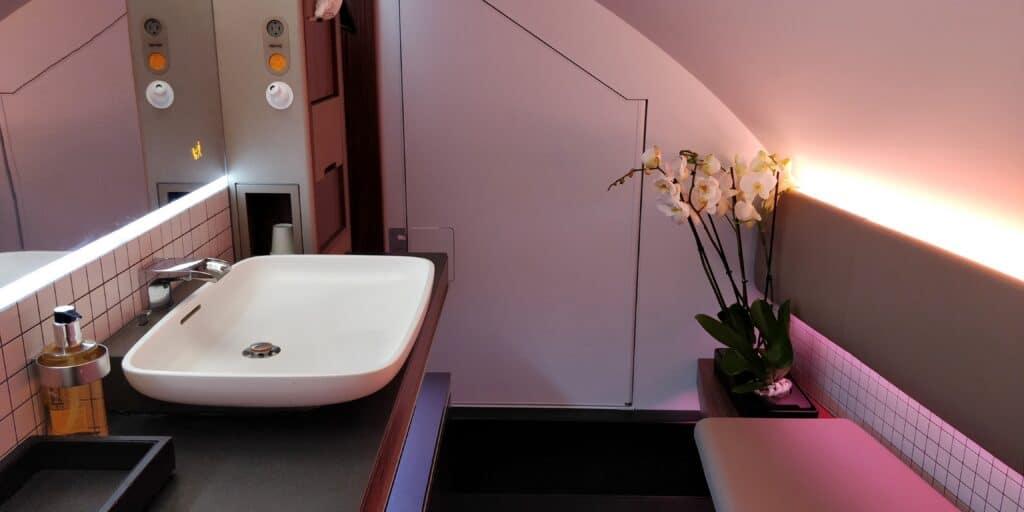 Qatar Airways First Class Airbus A380 Toilette