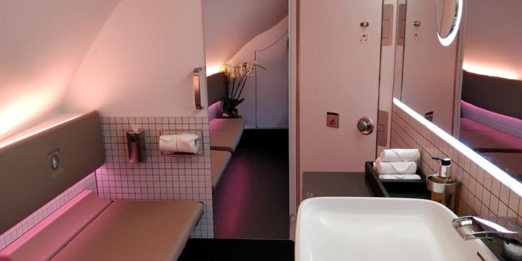 Qatar Airways First Class Airbus A380 Toilette 2