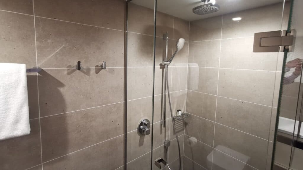 Sheraton Grand Tiflis Bad Dusche