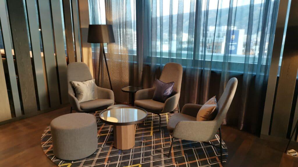 Sheraton Grand Tiflis Club Lounge Sitzen