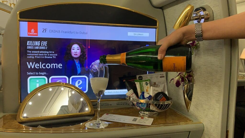 Emirates First Clas Airbus A380 Boarding Champagner