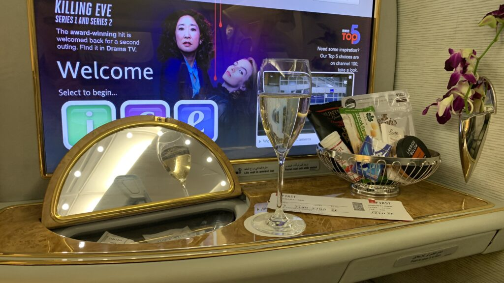 Emirates First Class Airbus A380 Ablage 2
