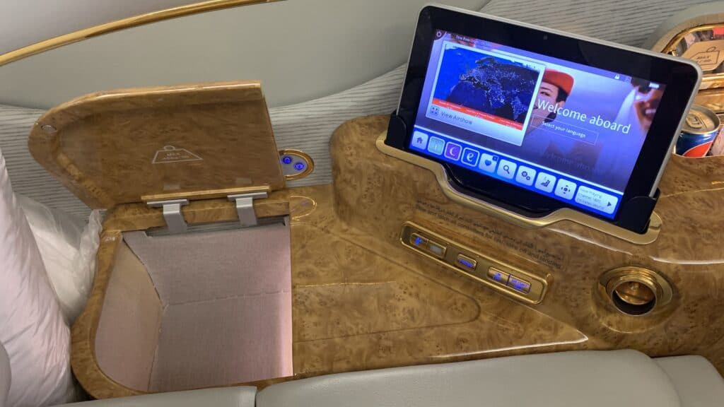 Emirates First Class Airbus A380 Tablet Und Ablage