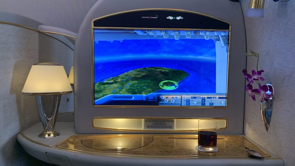 Emirates First Class Boeing 777 Ablage