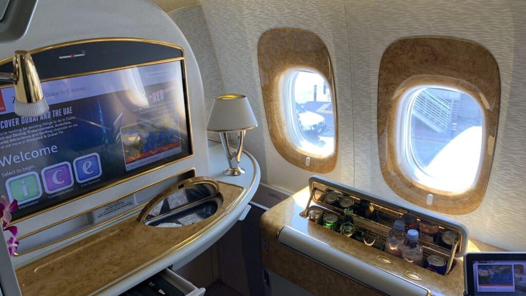 Emirates First Class Boeing 777 Sitz Fenseher