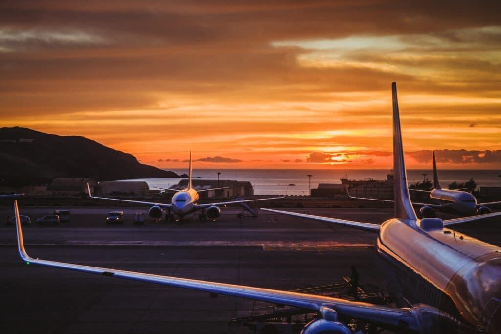 Airport Flughafen Airplane Flugzeug Sonnenuntergang