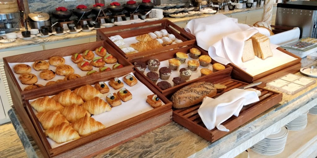 Conrad Dalian Lounge Frühstück 2