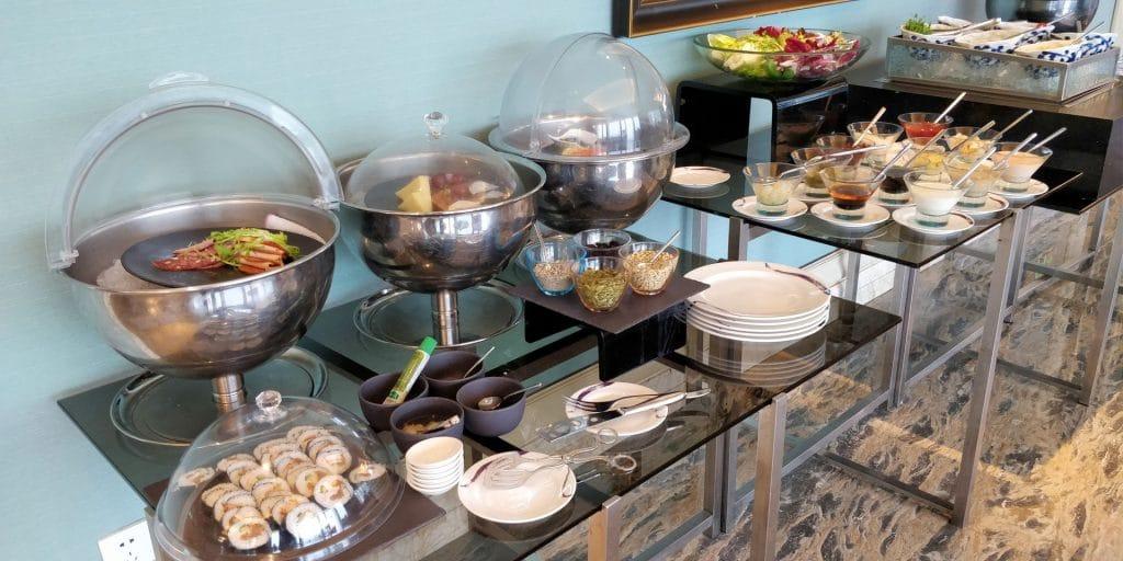 Conrad Dalian Lounge Frühstück 3