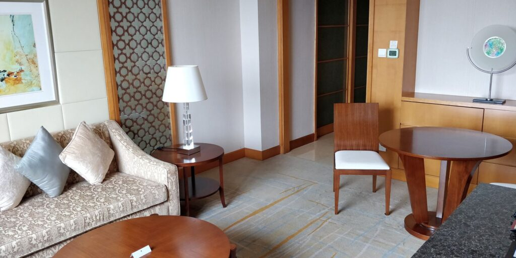 DoubleTree Shanghai Pudong Suite Wohnzimmer 2