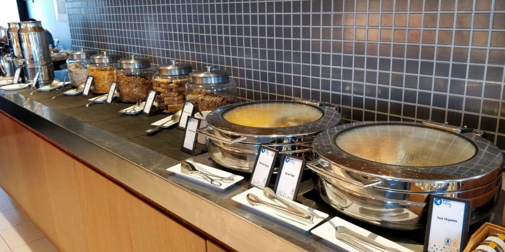 Hilton Sydney Lounge Frühstück