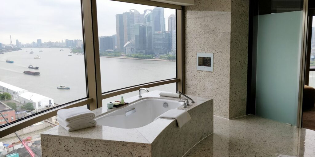 Hyatt On The Bund Shanghai Suite Bad 3